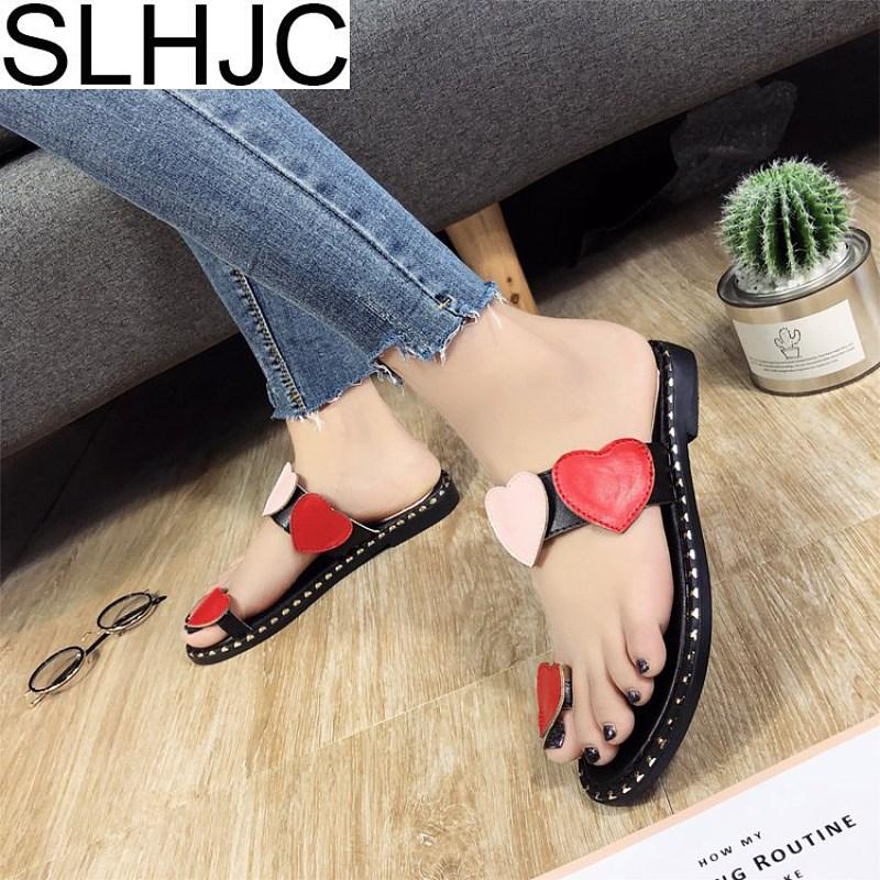 SLHJC Для женщин тапочки с открытым носком плоская подошва сопротивление скольжению красный сердце любовь украшения пляжная обувь летние бос...