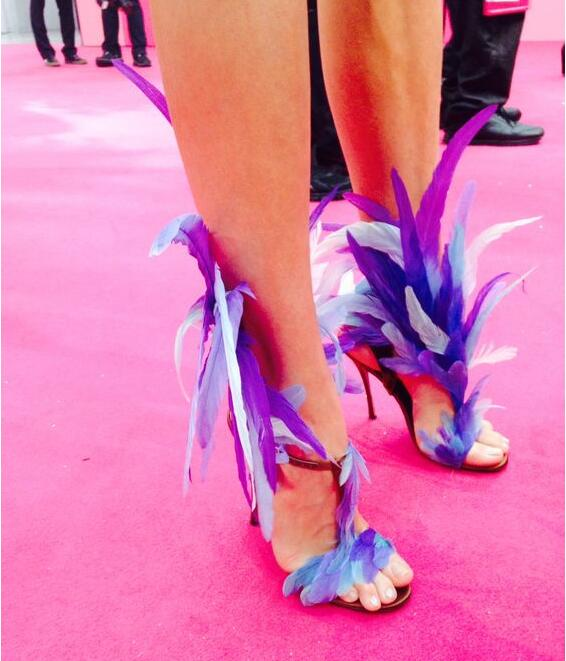 Summer Fur Fashion Blue/Purple Feather Straps Women Open Toe Sandals Sexy T-Strap Ankle Buckle Ladies High Heels Plus Size 43 new 2016 sexy gladiator ankle straps high heels fashion brand women sandal summer mixed colors open toe sandalias big size 34 43