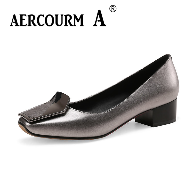 Aercourm A 2018 Female Low Heels Shoes Women Metal Buckle Pumps Bright Genuine Leather Shoes Square Head Red Black Shoes HYT878 aercourm a 2018 women black fashion shoes female bright genuine leather shoes pearl high heel pumps bow brand new shoes z333