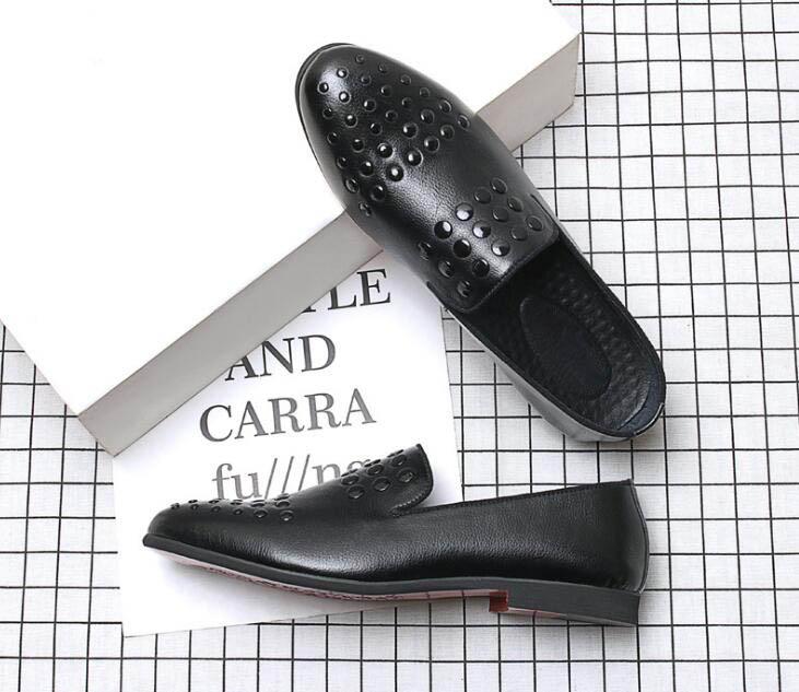 5b35e55a4 Social Apontou Oxford Britânico Vestido Sapato Finalistas 2018 Do Casa  Masculinos A Baile 1 Casamento Regresso Sapatos Rebite Homens Masculino  Designer ...