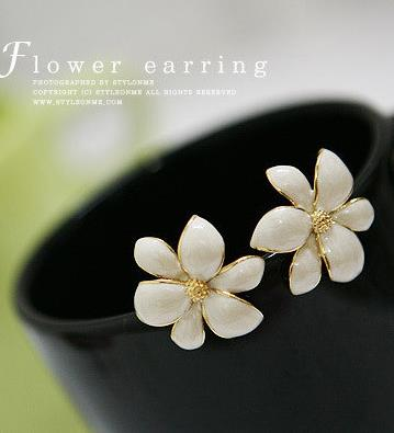 OMH Wholesale 6pair Off 40% = $0.41/pair Fashion Girl Exquisite Flower Stud Earrings EH301