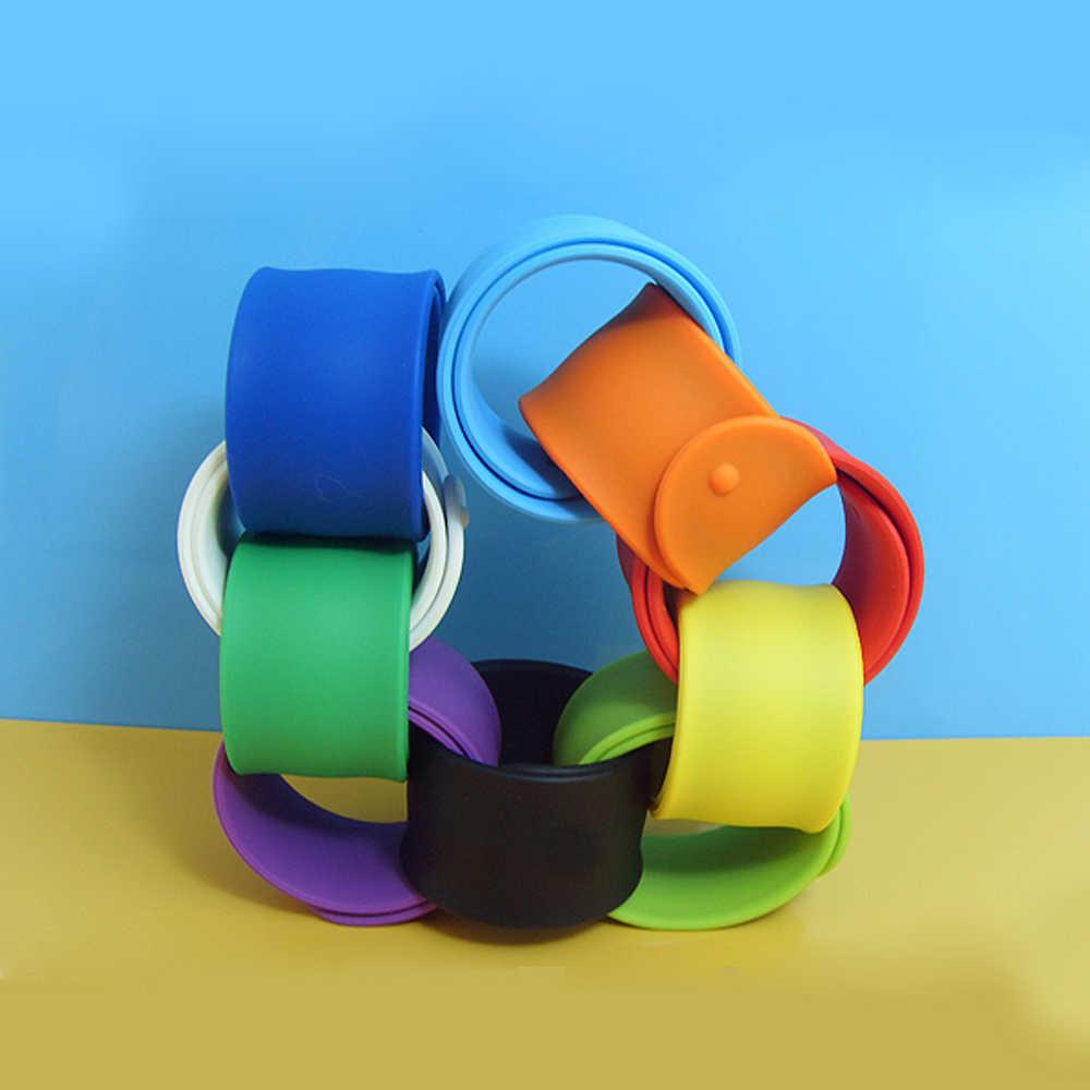 1Pc Flessibile Del Silicone di Schiaffo Dei Braccialetti Del Wristband Partito Cinturino Da Polso Per I Bambini dei Capretti di Vacanza Della Spiaggia Favori di Partito 230x25x2 millimetri a Caso