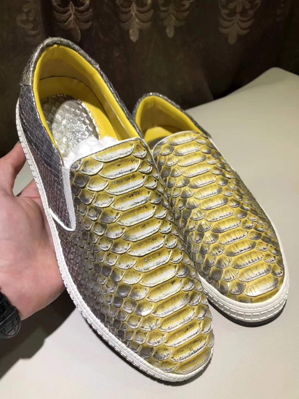 100% Genuine real python/snake skin men shoe durable solid men leisure fashion shoe in color yellow and red strong thread base100% Genuine real python/snake skin men shoe durable solid men leisure fashion shoe in color yellow and red strong thread base