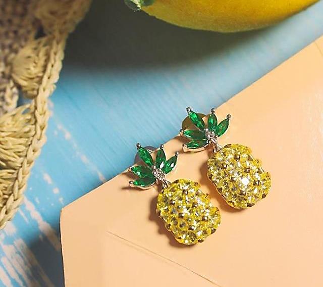Elensan 925 Sterling Silver Circle Crystal Stud Earrings Hypoallergenic Earring for Women 5y2Ju9X0f