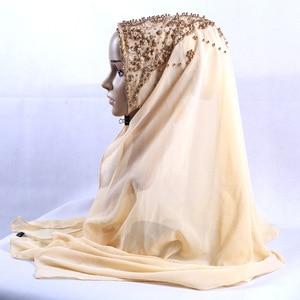 Image 3 - 새로운 도착 프리미엄 버블 쉬폰 hijab 스카프 이슬람 여성 골드 진주 반짝이 이슬람 turban 머리띠 시니 목도리 170*70cm