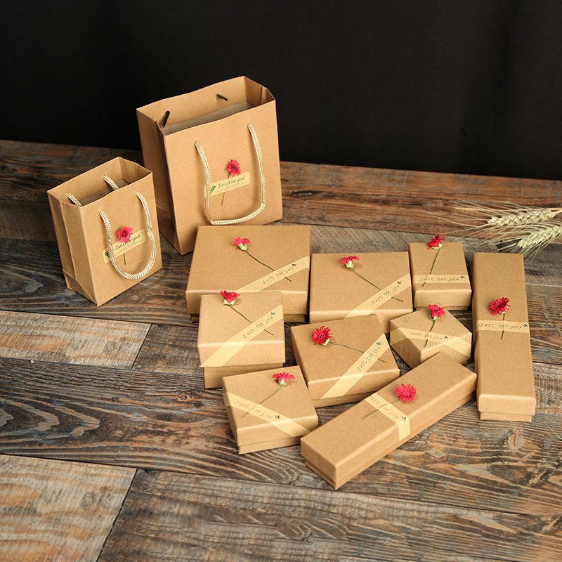 12 Pcs/Lot Wholesale Brown Box Red Sun Flower Kraft Paper Favour Gift Jewelry Box/Bag Vintage Design Bulk Rings/Earrings