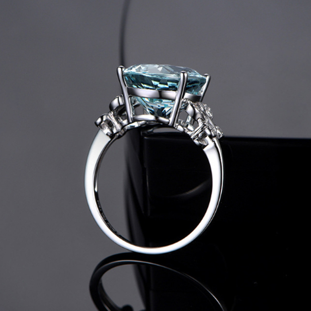 Hot 1PC Round Butterfly Finger Rings Stainless Steel Rings For Women Light Blue Crystal Zirconia Ring Fashion Jewelry