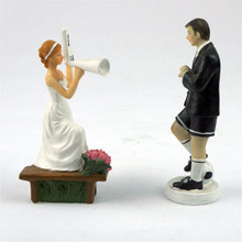 Creative Football Cheerleaders Bride and Groom Toppers Couple Figurine Wedding Funny Cake Topper for Wedding Cake Decoration