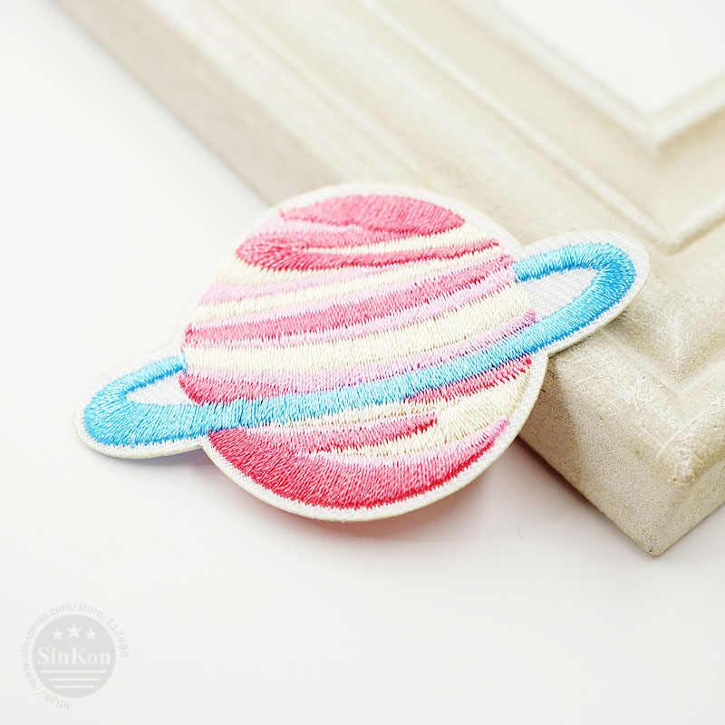Tamaño del planeta: 6,5x4,2 cm DIY insignia de parche de tela bordado lindas insignias Hippie hierro en parches de dibujos animados para niños para adhesivos para ropa