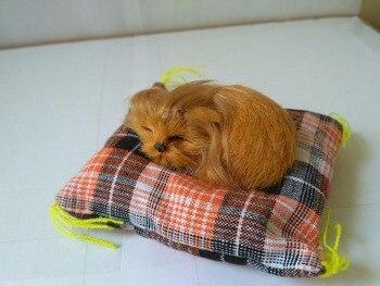 Simulación de perro modelo de juguete de polietileno y pieles de 10 cm durmiendo Golden Retriever con alfombra de artesanía, juguete de decoración del hogar d2723