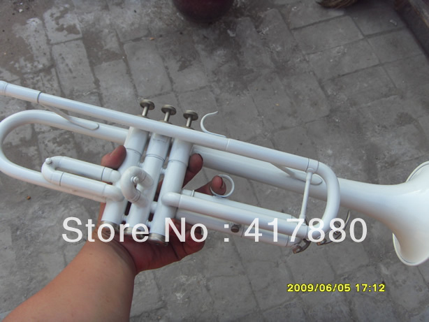Brand Bb Trumpet YTR-1335 Custom Small Professional Bb Trumpet Surface White Bb Speakers Top Musical Instrument Trompete free shipping the trumpet vincent bach lt 180s 37 baja baja silver trumpet musical instrument playing the trumpet