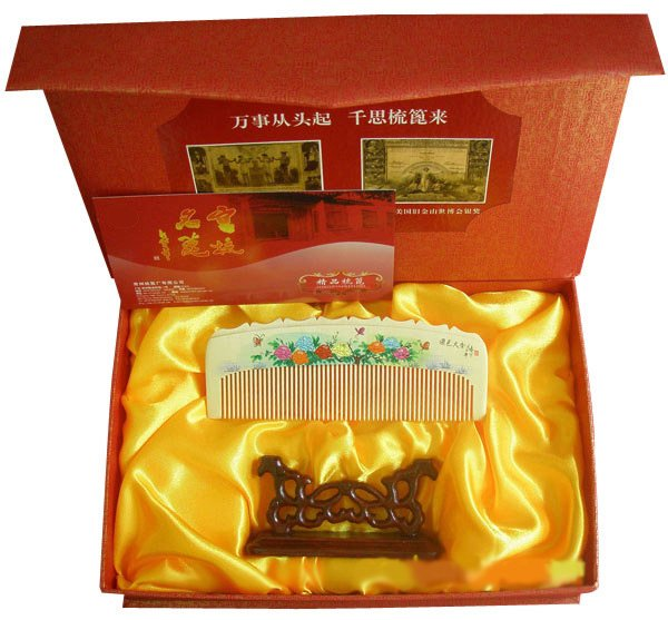 New!Guaranteed 100% Chinese Characteristics gift very beautiful boxwood comb suited to give women gift-g120 blessing and love big or retail a good gift for weddin new guaranteed 100
