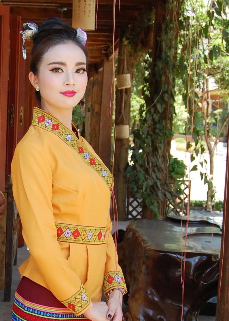 South East Asia Thailand Laos YunNan Hotel uniform Orange yellow long sleeve Top skirt collocation suits men women Special wear 40