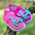 B & D flor de la impresión del bebé zapatos de lona del niño primeros caminante Newborn muchacha Bowtie zapatos niños niños princesa Shoes zapatos de la zapatilla de deporte