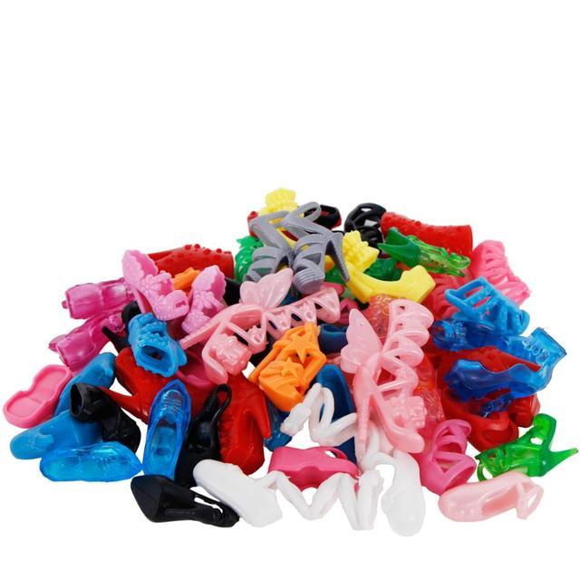10 pares de Sapatos Boneca Da Moda Bonito Colorido Diferentes Estilos Variados Saltos Altos Roupas Para Barbie Doll Acessórios Do Presente Do Bebê Brinquedo