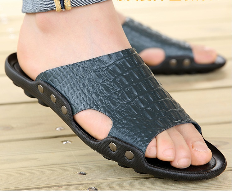 2018 New Men Genuine Leather Holiday Beach Shoes Flip Flops Men`s Casual Flat Shoes Sandals Summer Slippers For Men (8)