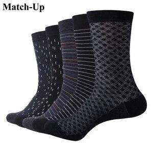 Image 1 - Chaussettes assorties en coton pour hommes, de couleur, pour robe daffaires, décontracté, longues, amusantes (5 pièces/lot)