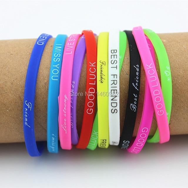 В упаковке 20 штук разноцветные буквы Силиконовый браслет с рисунком браслет 5 мм эластичный резиновый дружбы Браслеты Мужчины Женщины Ювелирные изделия YB192