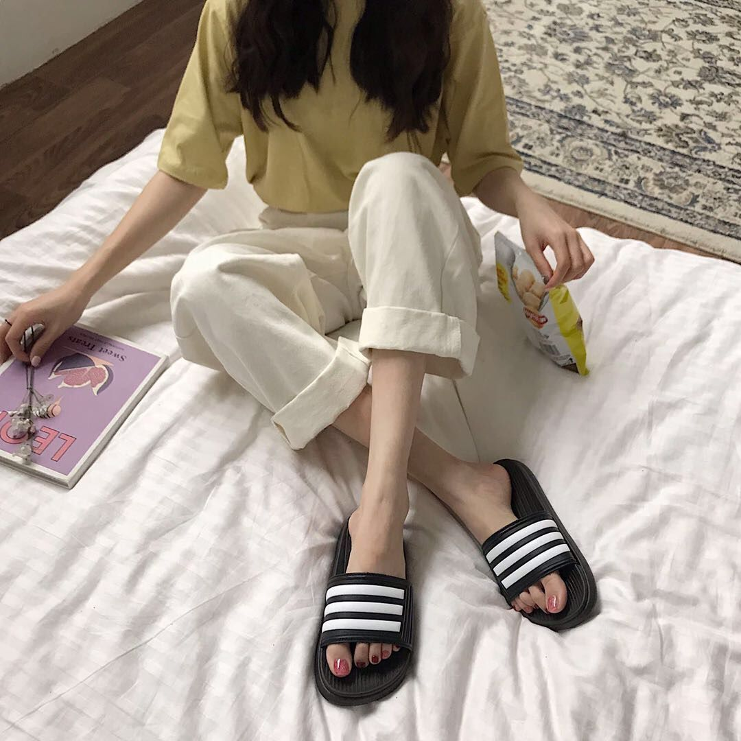 One-word dragging wild Korean sandals and slippers women wearing summer non-slip shoes