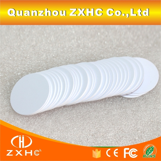 (100 pz/lotto) Tk4100 (EM4100) 125 khz Read-only RFID Smart Targhette Identificative Impermeabile 25 millimetri x 1 millimetri PVS Della Moneta Carte Nel Controllo di Accesso