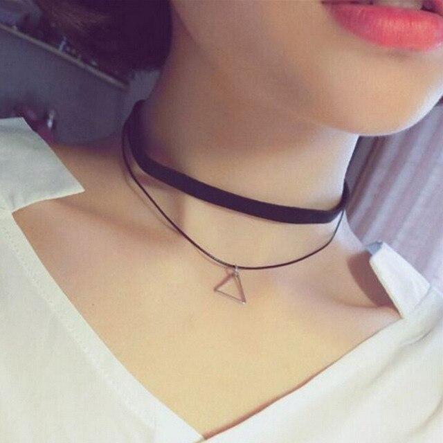 089360d66c3c Moda faux cuero choker simple negro terciopelo cuerda plata triángulo falso collar  Collar para las mujeres