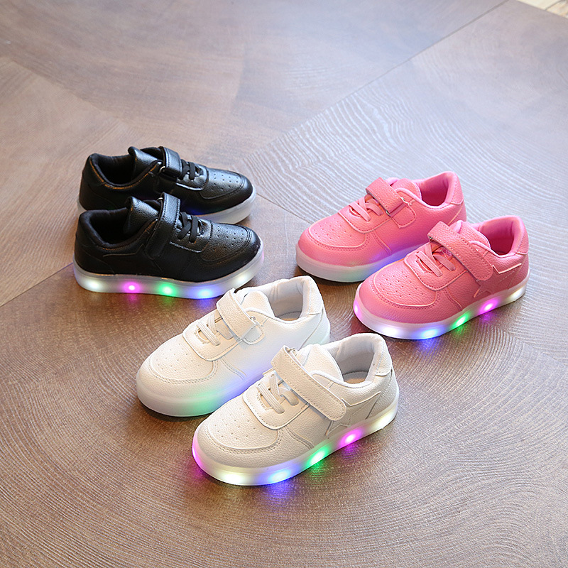 2017 new light children's shoes stars boys and girls LED lights anti-skid students casual shoes