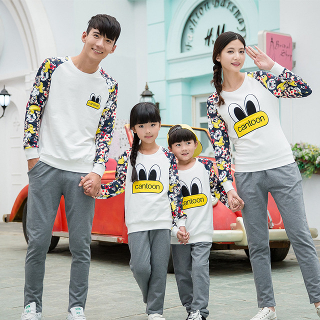 Cartoon Sweatshirt Family Clothing Clothes for Mother and Daughter Father Son Family Set Matching Clothes Beige/Red/Navy PRO12