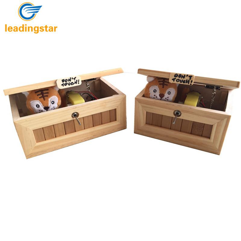 RCtown de madera Mini inútil caja Me deje solo caja de tigre de peluche de juguete de regalo con luz de carga USB HWD30