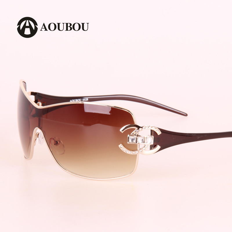 ... Mulheres de Diamantes de luxo Óculos De Sol Das Mulheres Designer De  Marca Com Logotipo do Ouro Quadro Óculos de Proteção óculos de Sol Para As  Mulheres ... dca2de0436