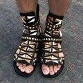 Envío libre 2017 Del Verano Sandalias de cuero Genuino de la marca de Los Hombres punk remaches sandalias masculinas zapatos de gladiador de moda