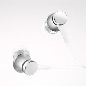 Image 2 - أحدث إصدار 100% من سماعات شاومي Mi الأصلية مكبس 3 إصدار جديد داخل الأذن مع ميكروفون سلك تحكم للهاتف المحمول