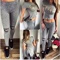 Two-piece Mulheres Sportsuit Curto Cropped Tops + jeans rasgados Lápis Pant 2016 Verão Letra impressa t Sensuais feminino treino