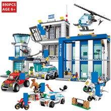 цены на 890Pcs City Police Station Command Vehicle SWAT Building Blocks Sets Truck Car Policeman Model LegoINGs Bricks Toys For Children в интернет-магазинах