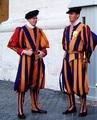 Nueva Halloween Traje de Carnaval Para Adultos Hombres y Mujeres Unisex Papal Guardia Suiza Suiza Soldiers Cosplay Uniforme