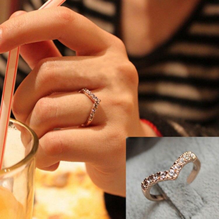 G286 Лидер продаж модная одежда для девочек V Форма палец Кольца Bijoux Новый 2018 простой кристалл кольцо для Для женщин Свадебные украшения Интимные аксессуары подарок дешевые