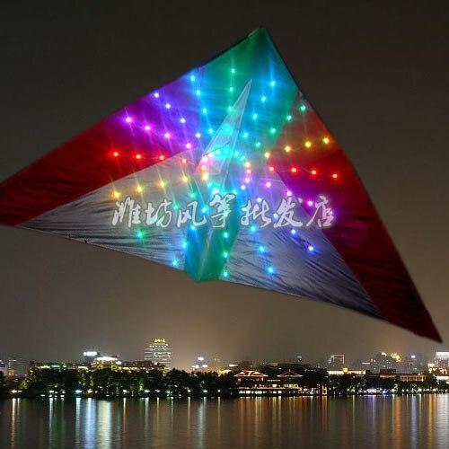 Livraison gratuite cerf-volant led de haute qualité de 3 m² avec 192 pièces de cerf-volant led lumières attrayantes dans la nuit vente chaude changer de nombreux modèles