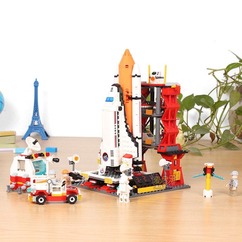 679Pcs GUDI 8815 City Spaceport Space Shuttle Figure Blocks Compatible Legoe Construction Building Toys For Children 0367 sluban 678pcs city series international airport model building blocks enlighten figure toys for children compatible legoe