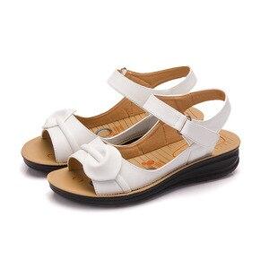 Image 4 - Mütter Plattform Sandalen Sommer Flache Schuhe Frau Runde Kappe Mode Keile Weibliche Mama Flache Sandale Damen Casual Schuhe