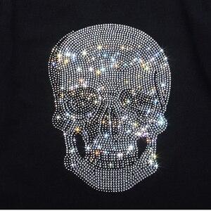 Image 4 - Herren Shinning Schädel Heißer Bohren T Shirt Schwarz Baumwolle Kurzarm Hohe Qualität Strass Schädel T Shirt Top T Mode Kleidung