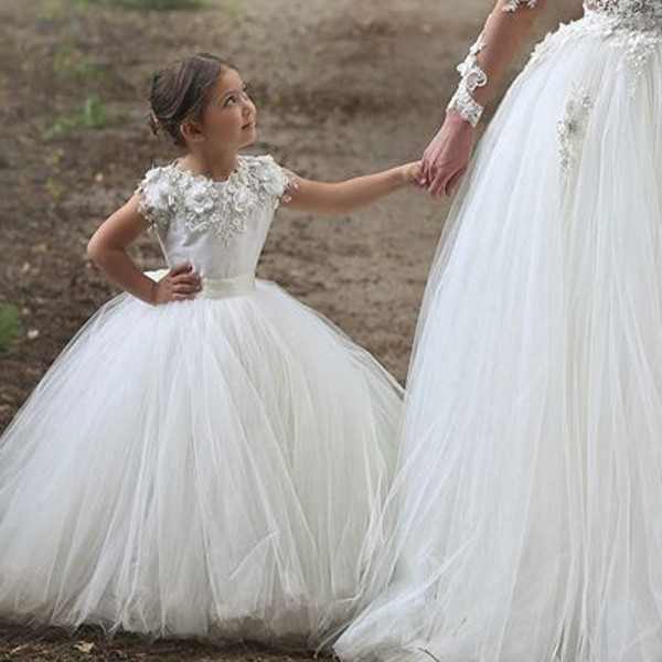 e9358d698e Beautiful Flower Girl Dress with Scoop Neckline Handmade Flowers Tank Ball  Gown Floor Length Long Girls Wedding Party Dress-in Flower Girl Dresses  from ...
