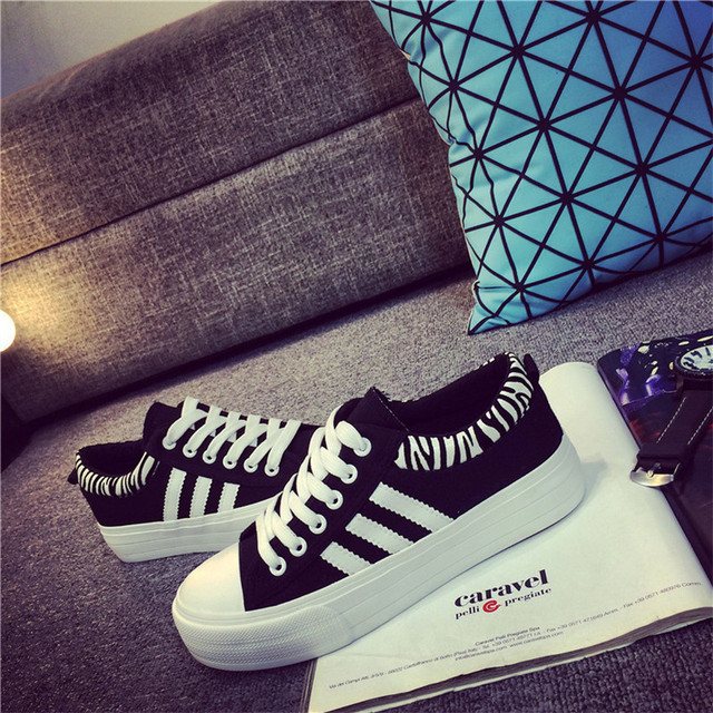 High Quality Retail New Women's Canvas Shoes Lace up Casual Shoes Flats Solid Women Breathable Shoes