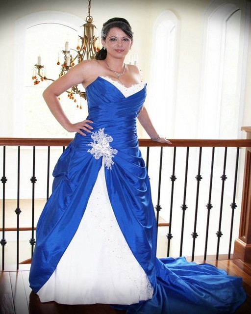 2016 Gothic Royal Blue Wedding Dresses With White And Lace Applique