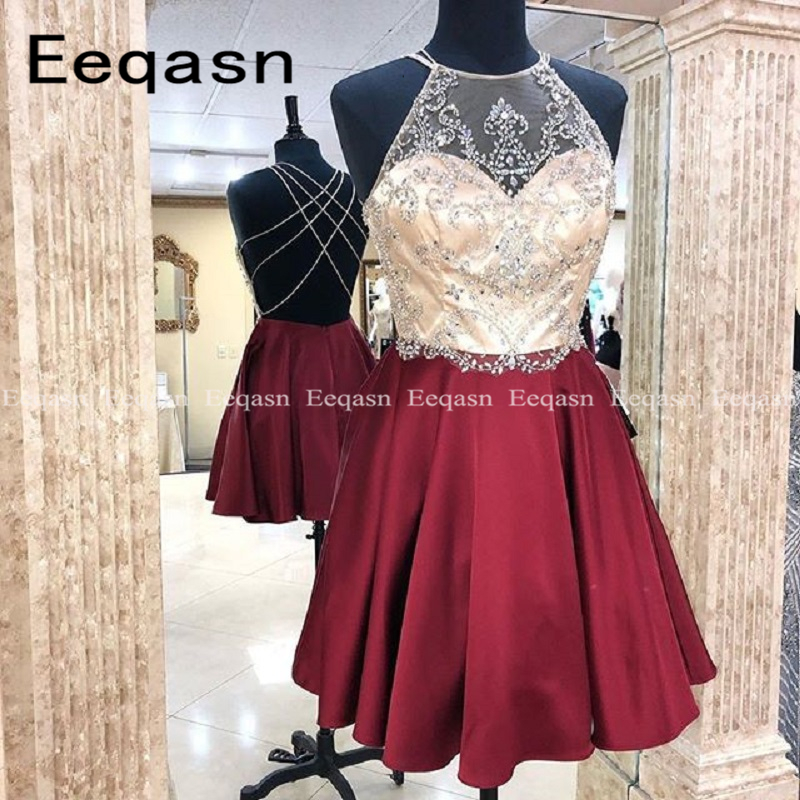 2019 New Sparkle Crystal Beaded Short Cocktail Dresses Burgundy Sexy Back Open Homecoming Dress Halter Prom Gowns Cheap