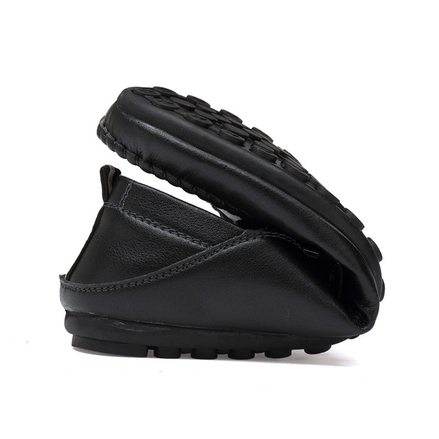 Spring Summer Men Loafers Designer Comfortable Moccasins Fashion Driving Shoes Black White Men Casual Shoes Leather Boat Shoes