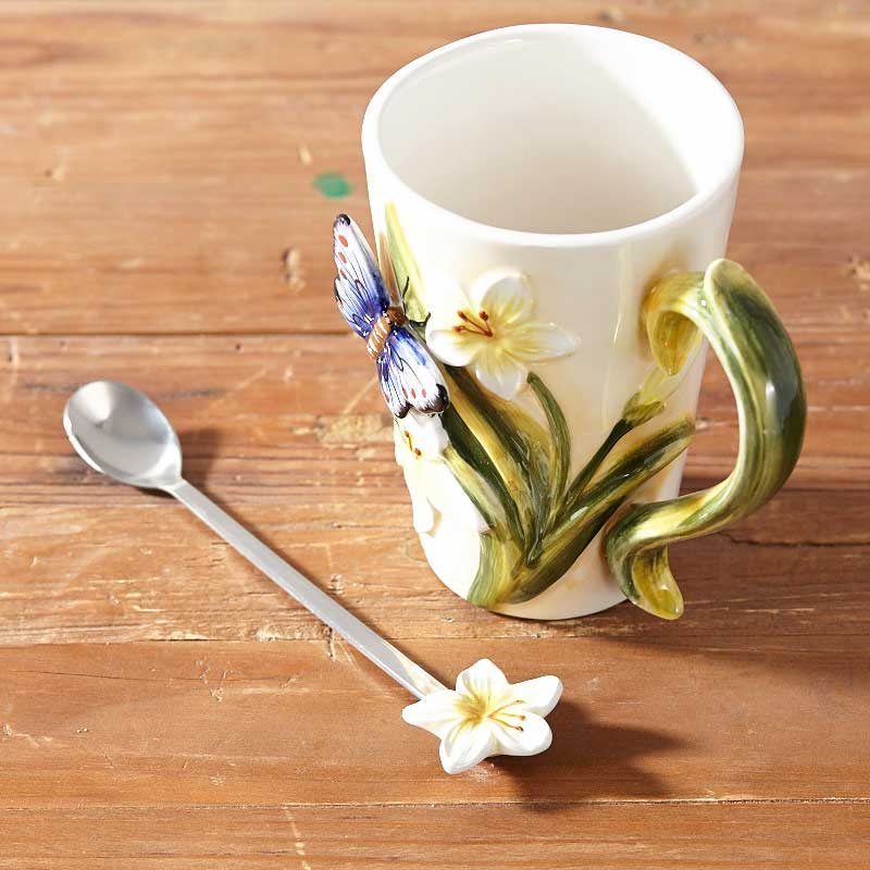 2018 Newest 3D Bone China Butterfly Flower Coffee Mugs Tea cup ceramic cup with Spoon Breakfast Milk cups Best Gift For Lovers