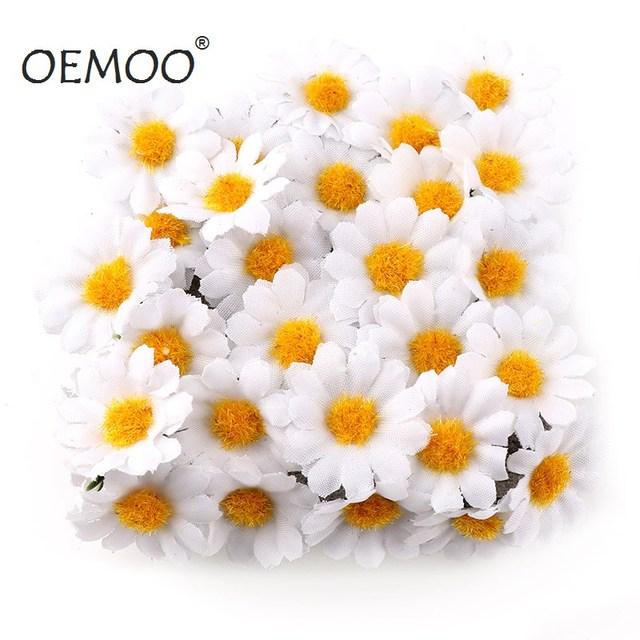 100 adet/grup 2.5cm Mini papatya dekoratif çiçek yapay ipek çiçekler parti düğün dekorasyon ev dekor (kök) ucuz