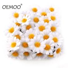 100 Uds./lote 2,5 cm Mini Margarita flor decorativa flores artificiales de seda decoración de fiesta de boda decoración del hogar (sin tallo) más barato