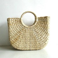 305f8c2391833 ... torebki damskie okrągłe Torby słomiane w kształcie księżyca owinięte.  1PCs Solid Weaving Summer Beach Bags Bamboo Bags Wood Top Handle Flap  Handbags ...