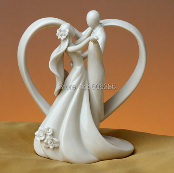 2pcs/Lot Dancing Bride And Groom With Heart Couple