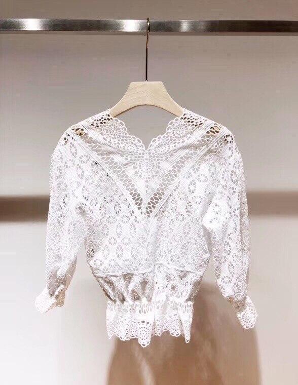 Femmes évider dentelle chemise 2019 nouveau sexy profonde col en V septième manches dentelle broderie taille élastique 100% coton court blouse - 3